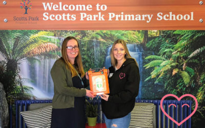 Scotts Park Primary receive a Defibrillator from us!